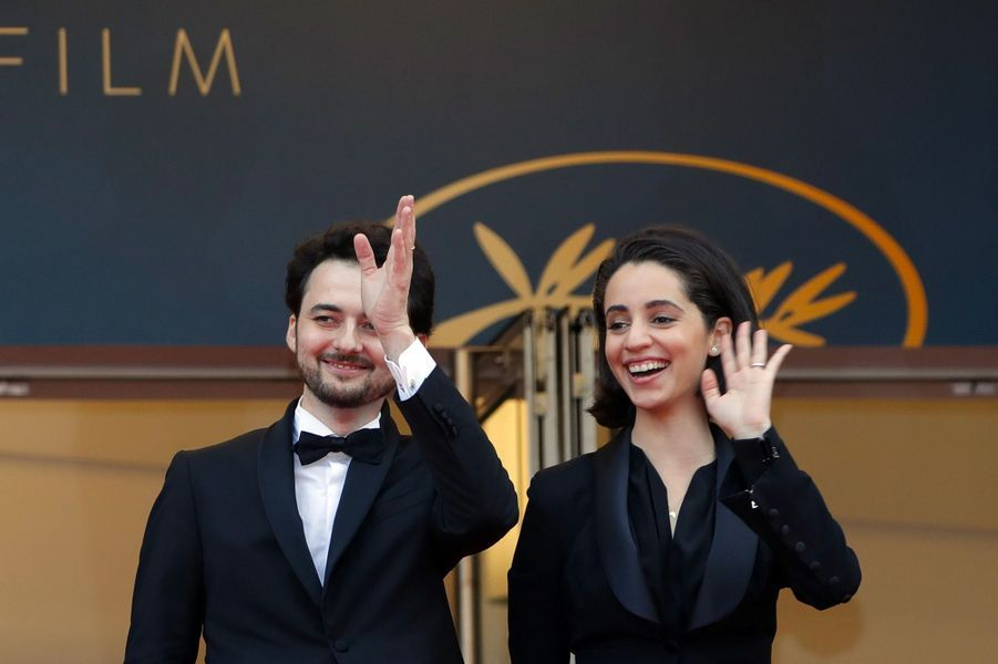 Le réalisateur égyptien Abu Bakr Shawky et la productrice Dina Emam montent les marches du Festival de Cannes, mercredi 9 mai