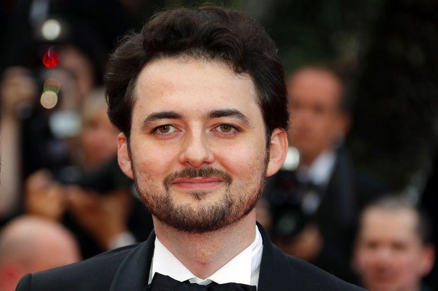Le réalisateur égyptien Abu Bakr Shawky monte les marches du Festival de Cannes, mercredi 9 mai