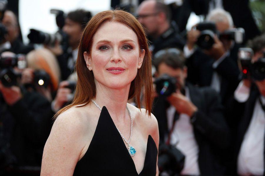 Julianne Moore monte les marches du Festival de Cannes, mercredi 9 mai