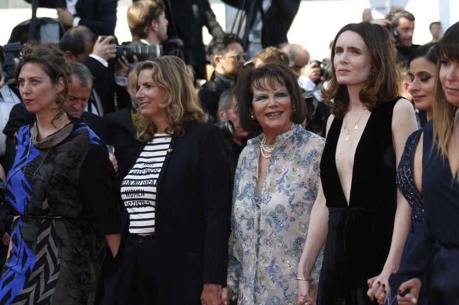 La montée des marches des 82 femmes menée par Cate Blanchett et Agnès Varda, le 12 mai 2018.