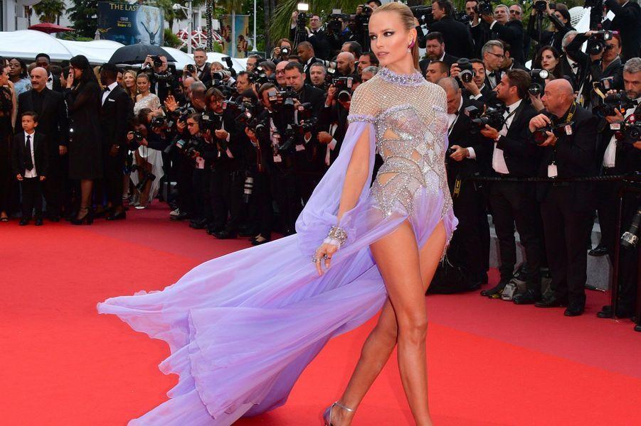 Natasha Poly en Versace