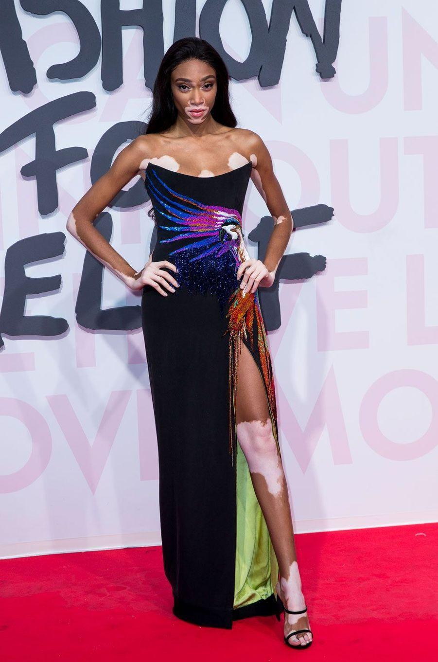 Winnie Harlow au défilé Fashion For Relief à Cannes le 13 mai 2018