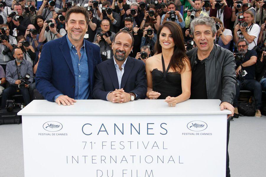 Penélope Cruz, Ricardo Darin, Asghar Farhadi et Javier Bardem sur la Croisette mercredi 9 mai 2018