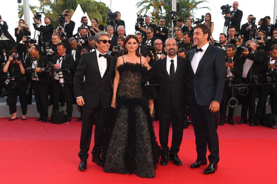 Ricardo Darin, Penélope Cruz, Asghar Farhadi et Javier Bardem à la cérémonie d'ouverture du 71ème Festival de Cannes
