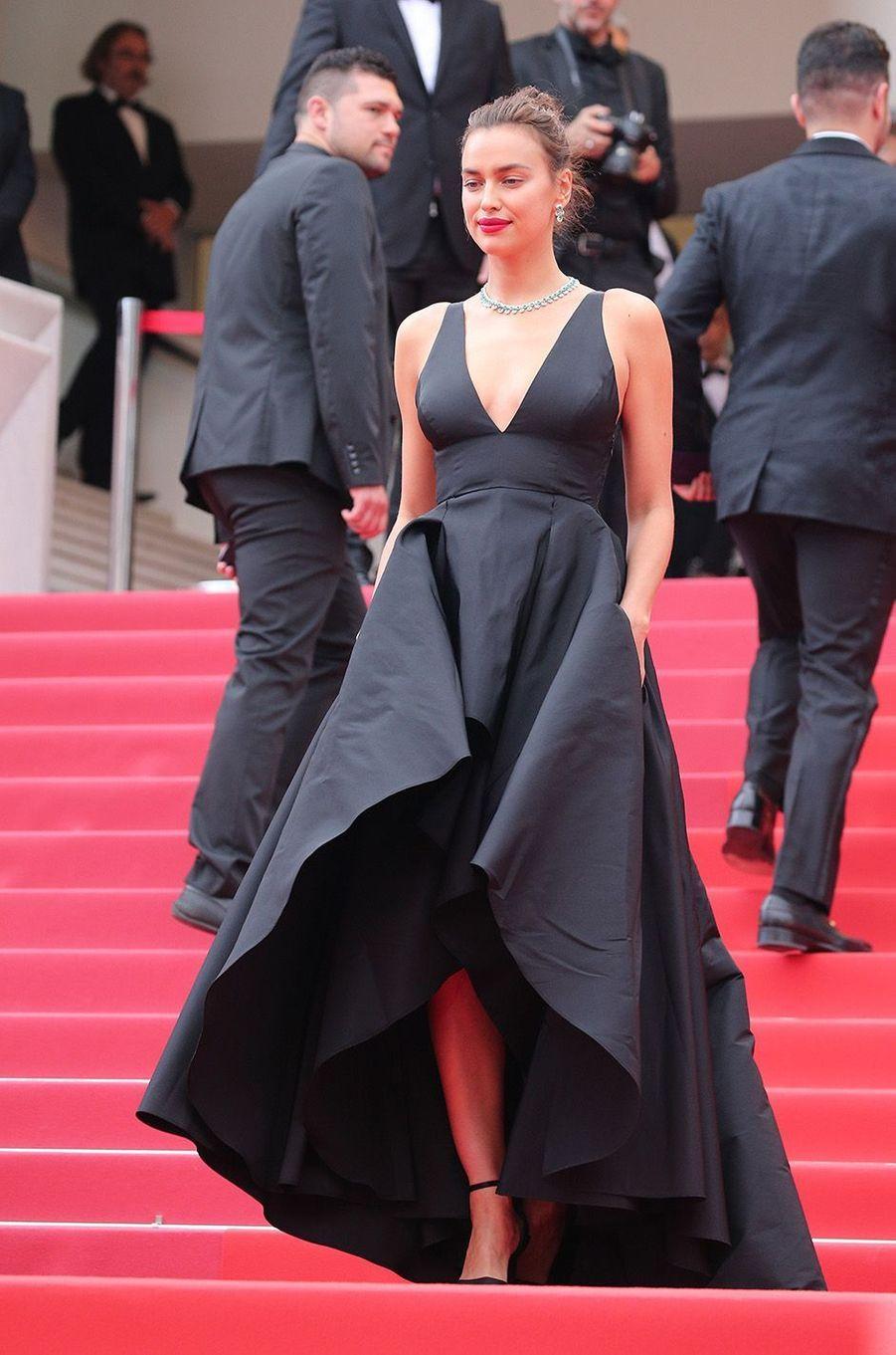 Irina Shayk radieuse à Cannes, le 9 mai 2018.