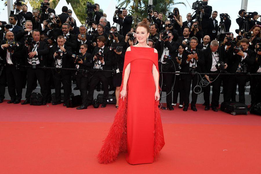 Julianne Mooresur le tapis rouge du Festival de Cannes, le 8 mai 2018.