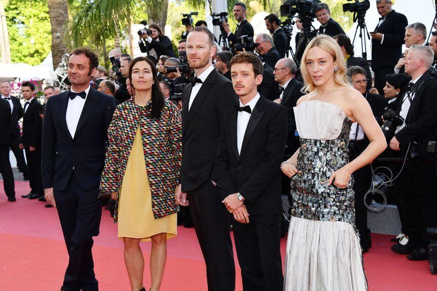 Augustin Trapenard, Eva Sangio, Joachim Trier, Nahuel Perez Biscayart et Chloe Sevigny sur le tapis rouge de la 71e édition du festival de Cannes, le 8 mai 2018.