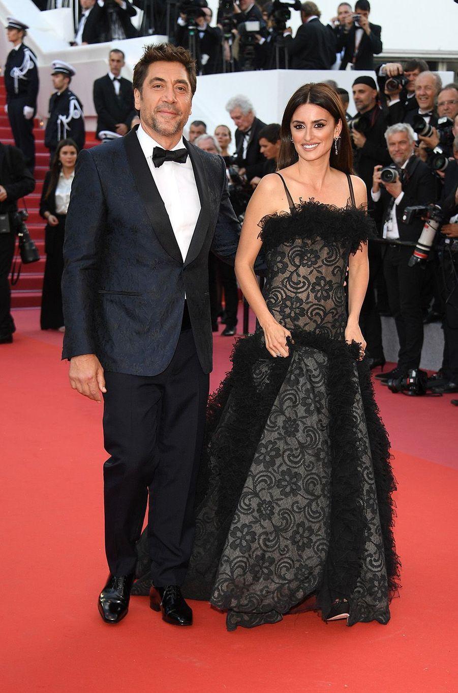 Javier Bardem et Penélope Cruzsur le tapis rouge de la 71e édition du festival de Cannes, le 8 mai 2018.