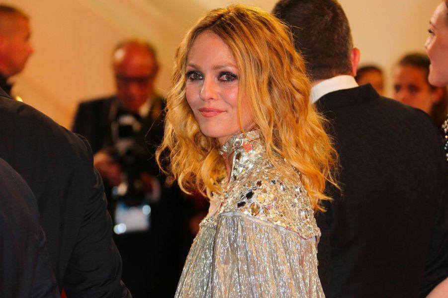 Vanessa Paradis monte les marches à Cannes le 17 mai 2018