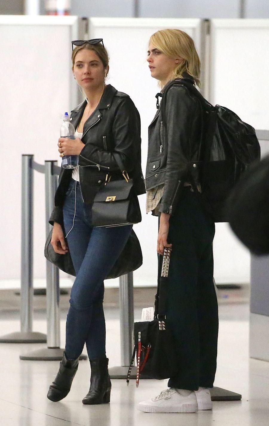 Cara Delevingne et Ashley Bensonà l'aéroport de New York le 18 juin 2019