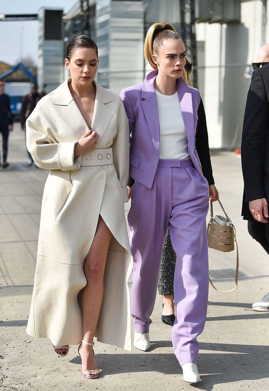Cara Delevingne avec sa chérie Ashley Benson au défilé Boss de la marque Hugo Boss pendant la Fashion Week de Milan le 23 février 2020.