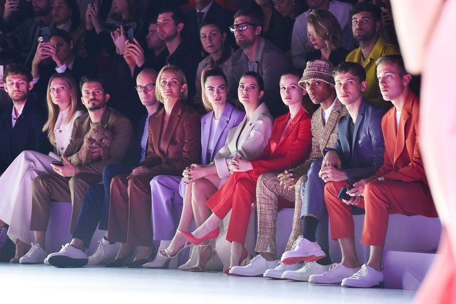 Orlando Bloom, Amber Valletta, Cara Delevingne et Ashley Bensonau défilé Boss de la marque Hugo Boss pendant la Fashion Week de Milan le 23 février 2020.