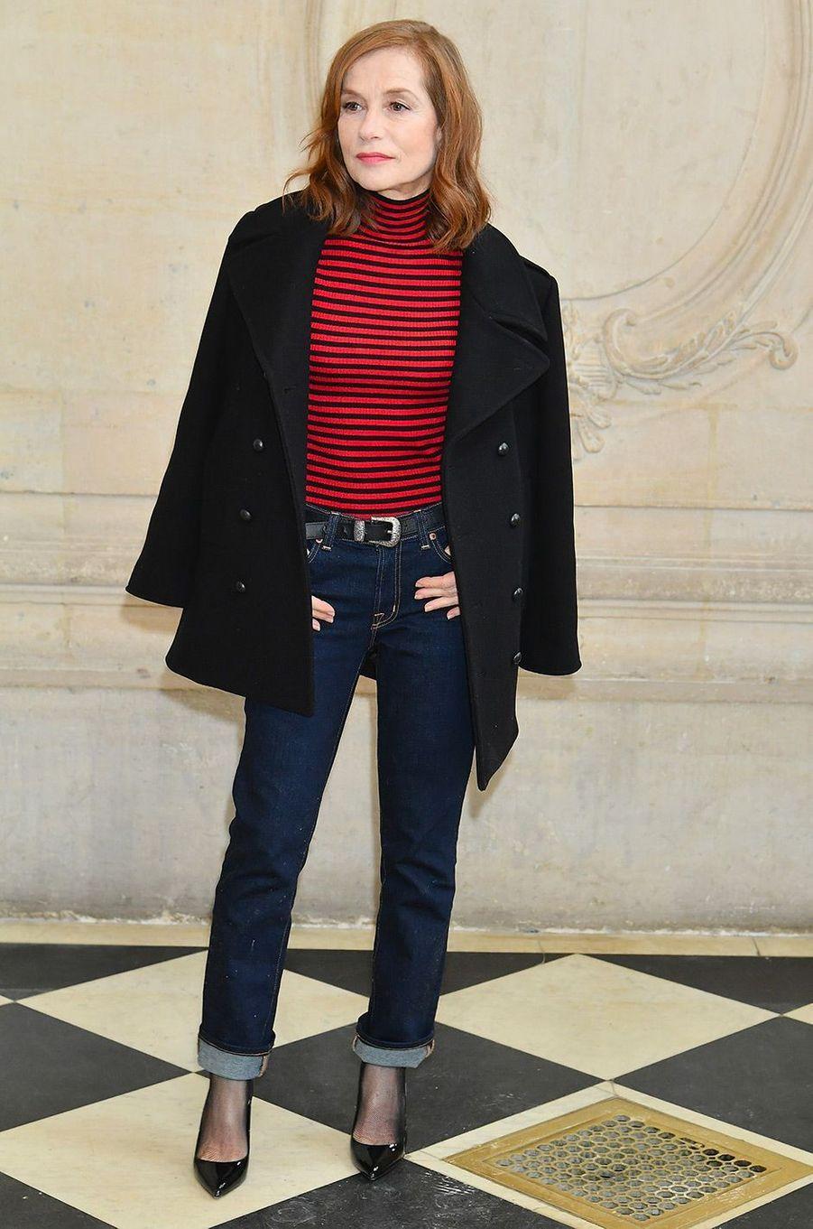 Isabelle Huppert au défilé Dior pendant la Fashion Week de Paris