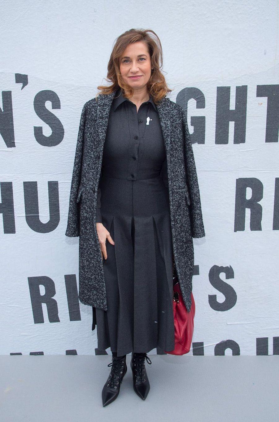 Emmanuelle Devos au défilé Dior pendant la Fashion Week de Paris