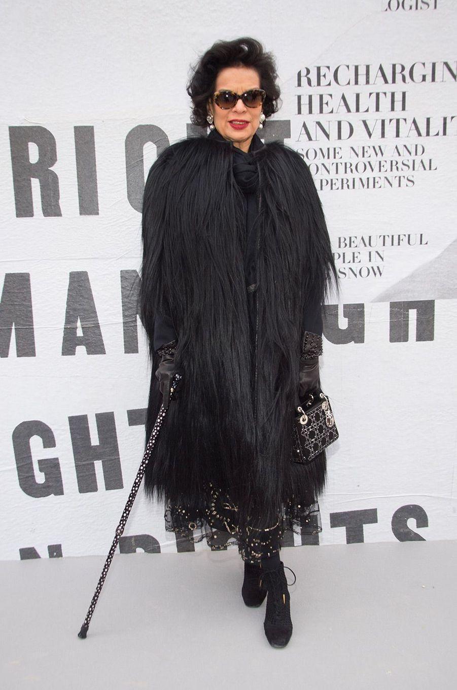 Bianca Jagger au défilé Dior pendant la Fashion Week de Paris