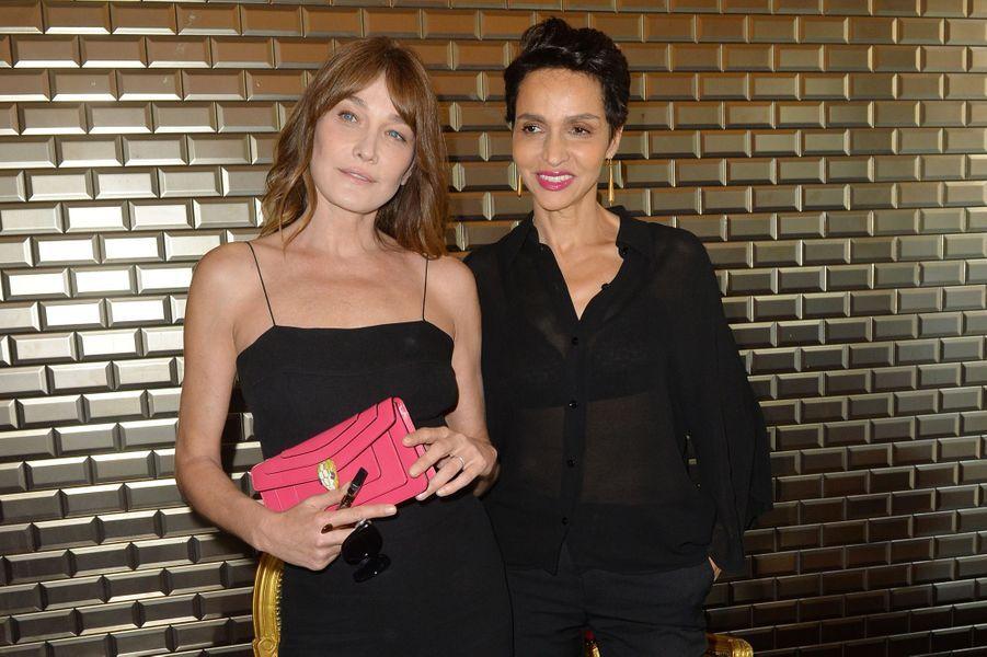 Carla Bruni et Farida Khelfa au défilé de Jean Paul Gaultier à Paris, le 5 juillet 2017.