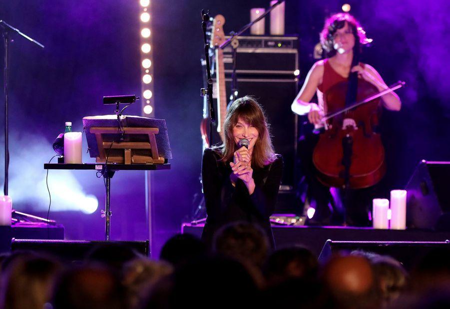 Carla Bruni en concert au Lavandou le 23 juillet 2019