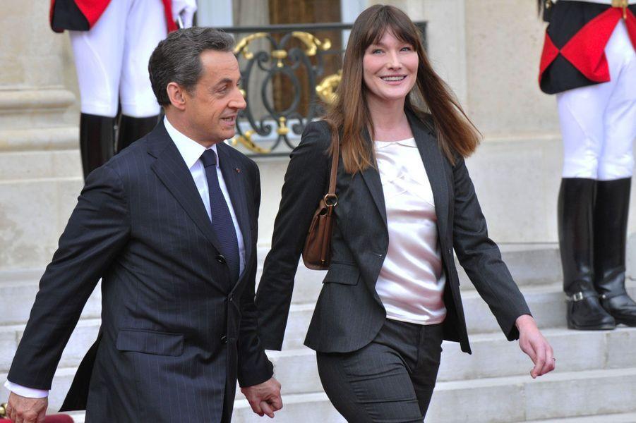 Nicolas Sarkozy et Carla Bruni lors de l'investiture de François Hollande le 15 mai 2012