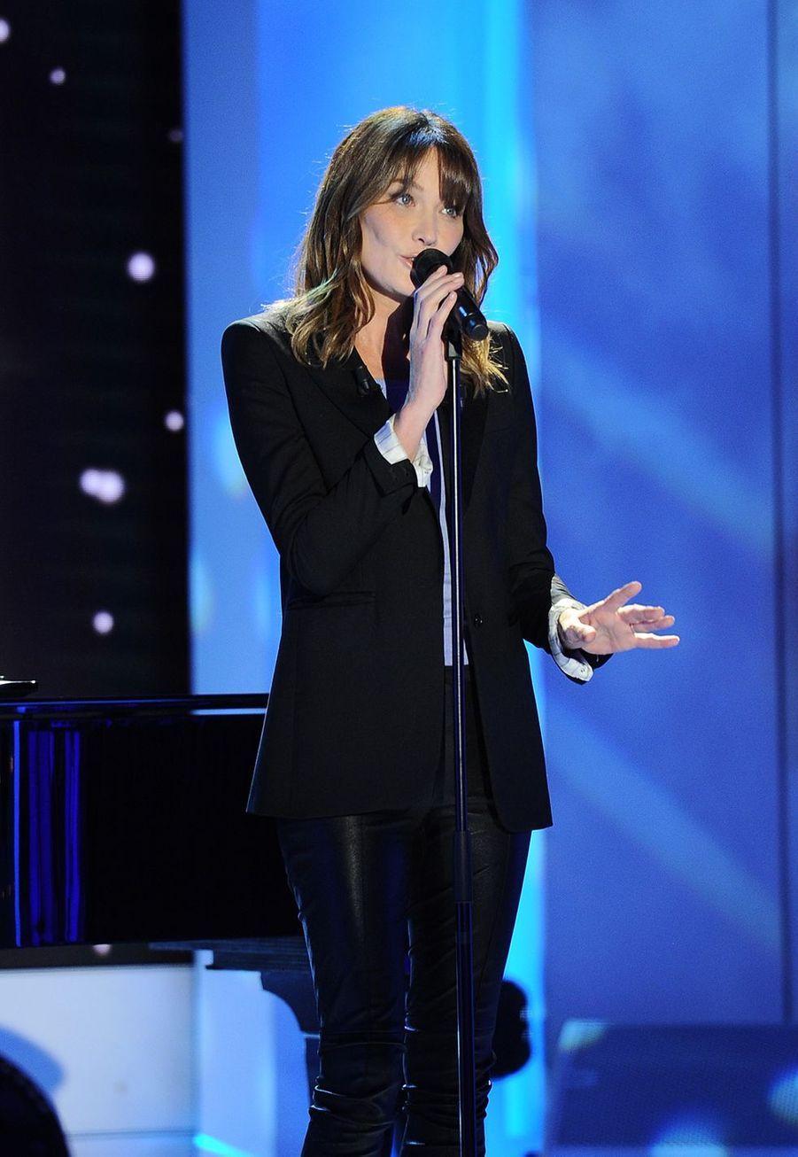 Carla Brunisur le plateau de «Vivement dimanche» le 30 septembre 2019. L'émission est diffusée le 6 octobre.