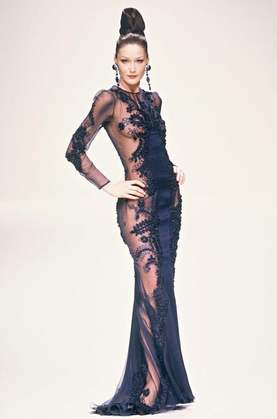 Carla Bruni, star des podiums dans les années 90.