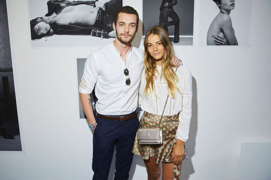 Louis Sarkozy et sa compagne Julie Kleinlors du vernissage de l'exposition Mondino Numéro 20 ans a Paris, le 4 juillet 2019