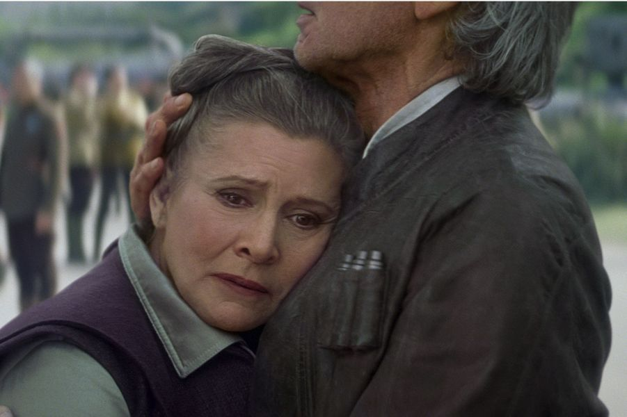 Carrie Fisher dans les bras d'Harrison Ford en 2015.