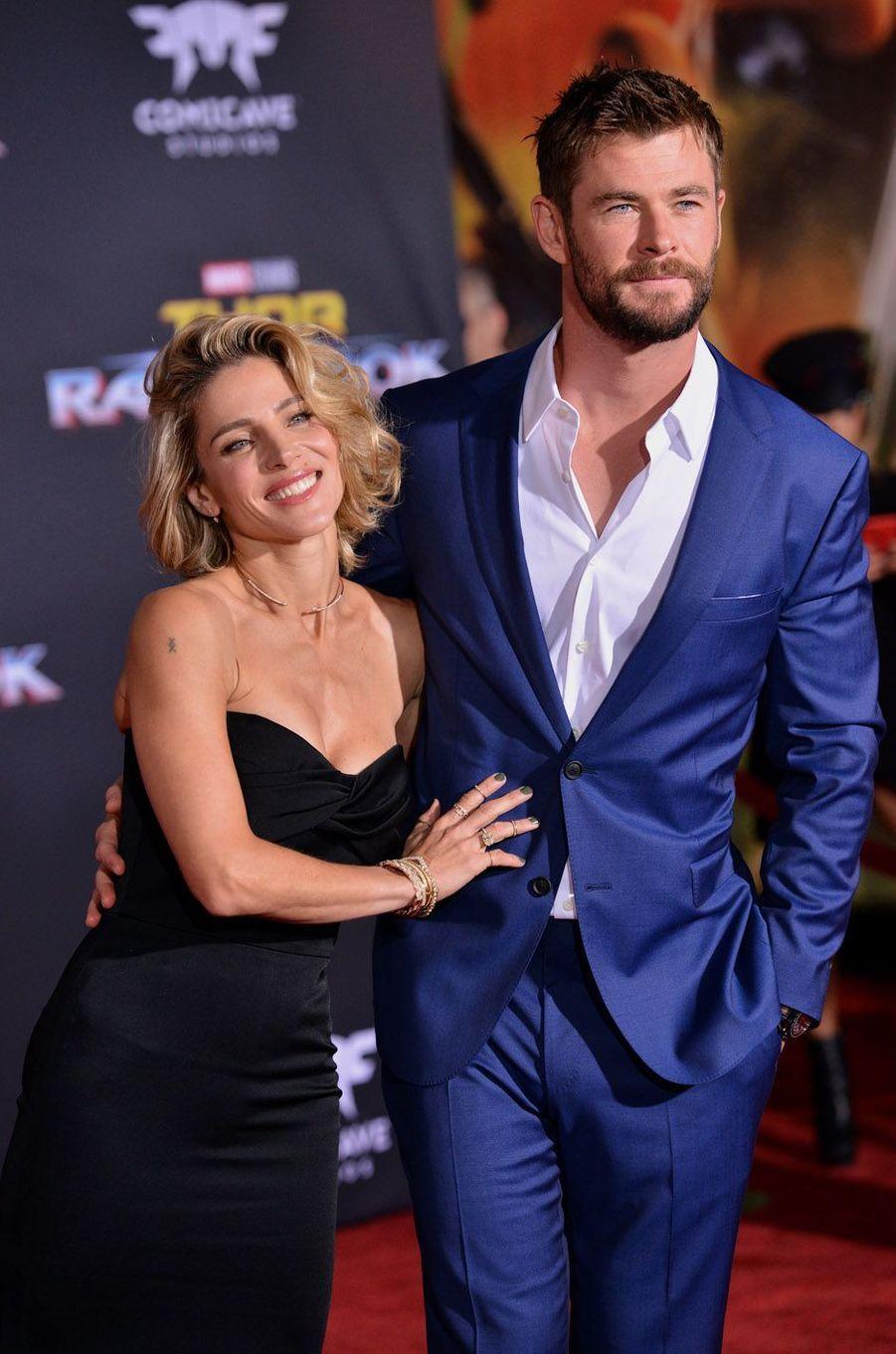 """Elsa Pataky et Chris Hemsworthà l'avant-première de """"Thor : Ragnarok"""", le 10 octobre à Los Angeles."""