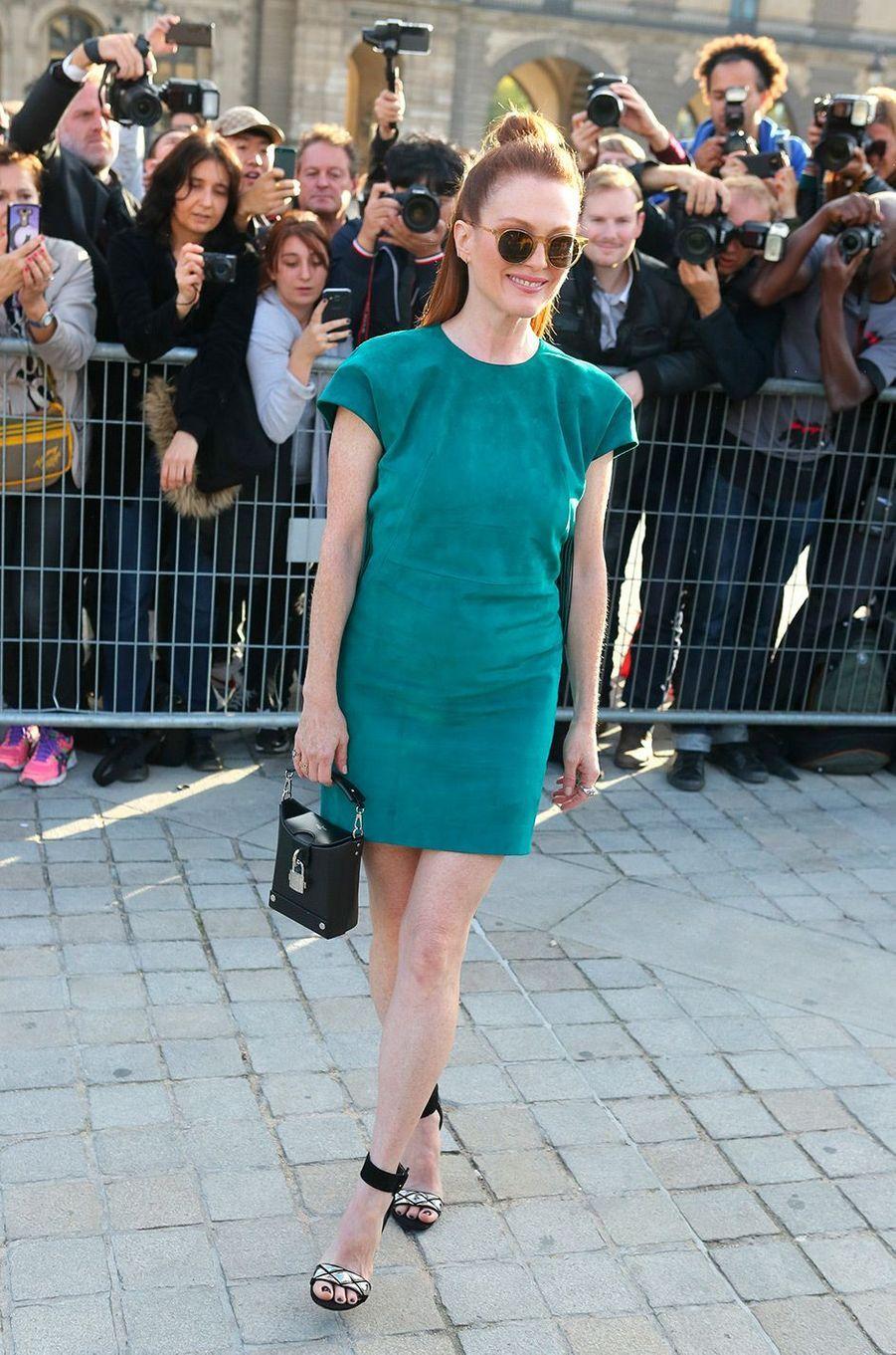 Julianne Moore au défilé Louis Vuitton à Paris