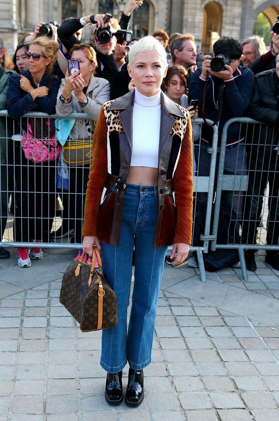 Michelle Williams au défilé Louis Vuitton à Paris