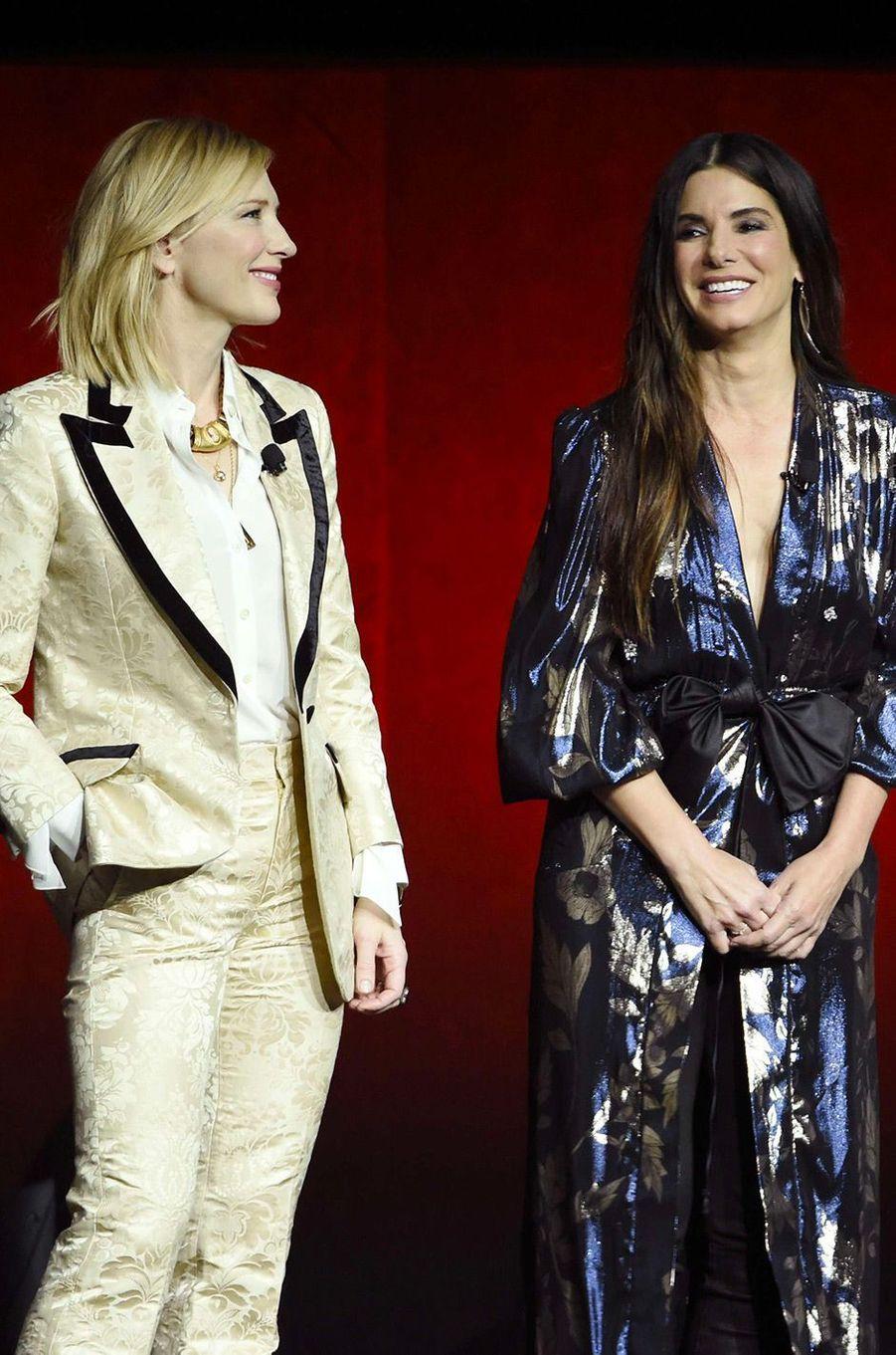 Sandra Bullock et Cate Blanchett sur la scène du CinemaCon de Las Vegas
