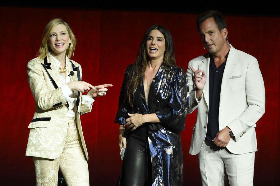 Sandra Bullock et Cate Blanchett sur la scène du CinemaCon de Las Vegas avec Will Arnett