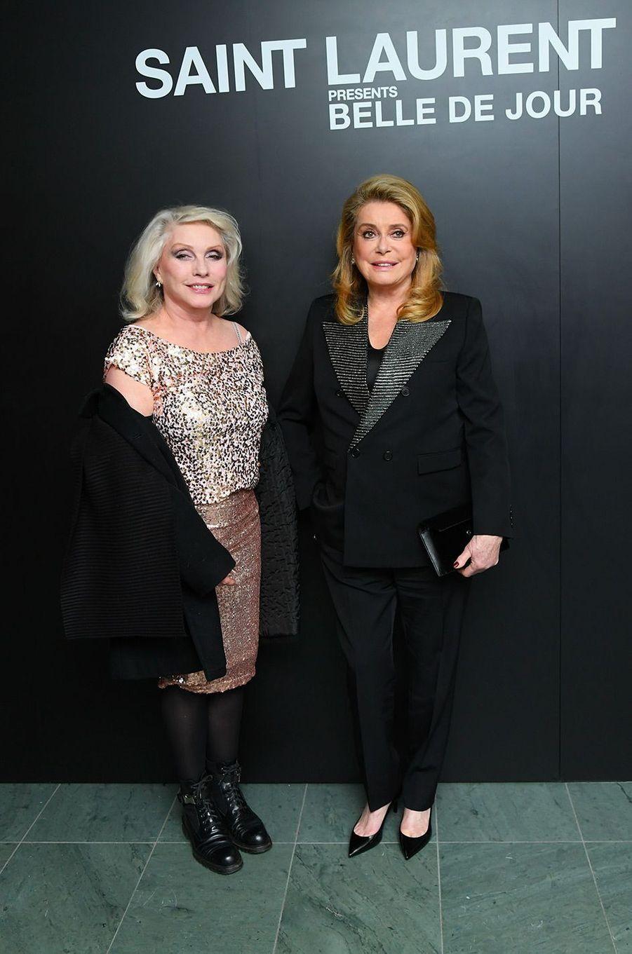 Catherine Deneuve avec Debbie Harry, à New York, mercredi 19 décembre