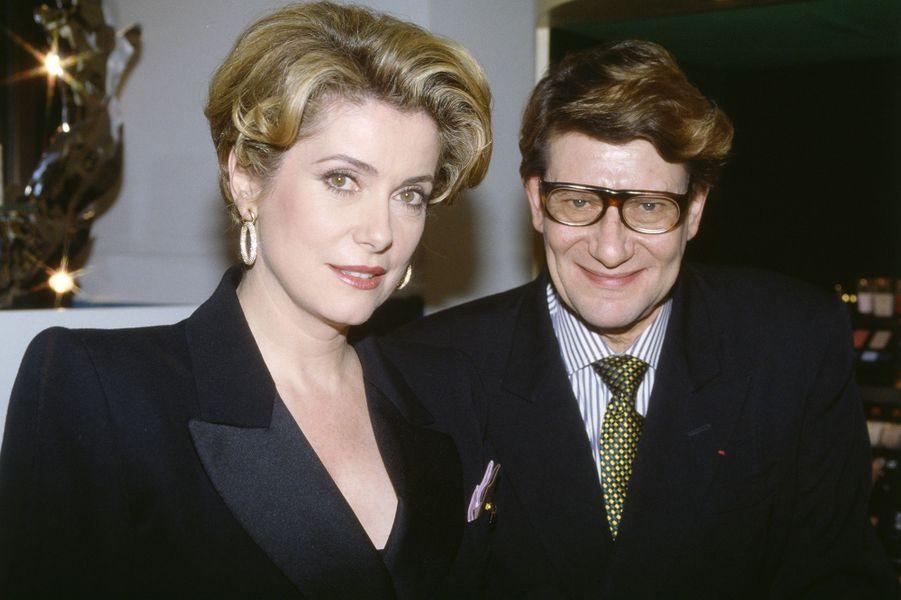 Catherine Deneuve avec Yves Saint-Laurent en 1987