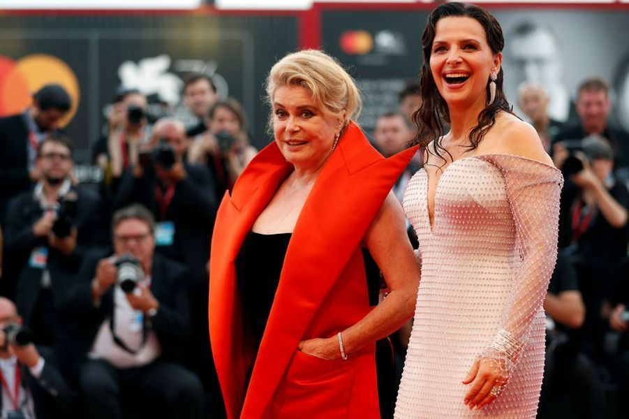 Les actrices françaises Catherine Deneuve et Juliette Binoche ont foulé le tapis rouge vénitien à l'occasion de l'ouverture de la prestigieuse 76e Mostra de Venise.