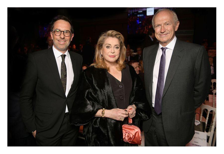 Catherine Deneuve,Jean Agon (CEO L'Oréal) et Nicolas Hieronimus (député CEO L'Oréal)au Carrousel du Louvre, le 24 mars 2019