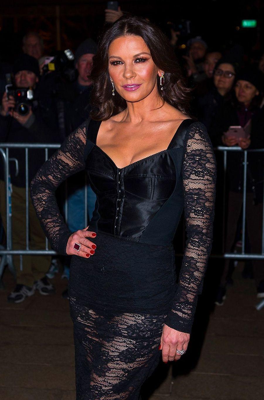 Catherine Zeta-Jones au défilé Dolce & Gabbana à New York