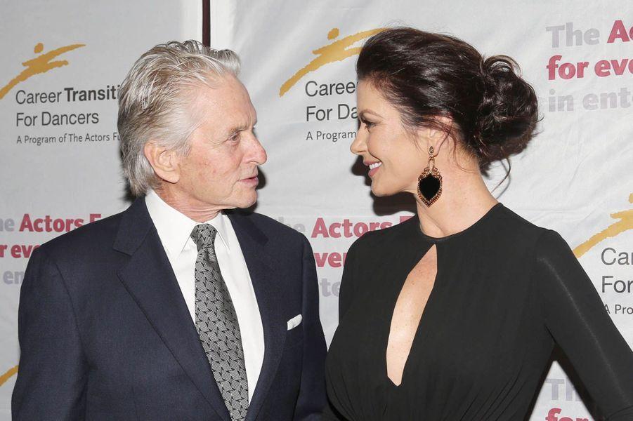 """Michael Douglas et Catherine Zeta-Jones à la soirée de """"The Actor's Fund Career Transition for Dancers"""", le 1er novembre 2017 à New York."""