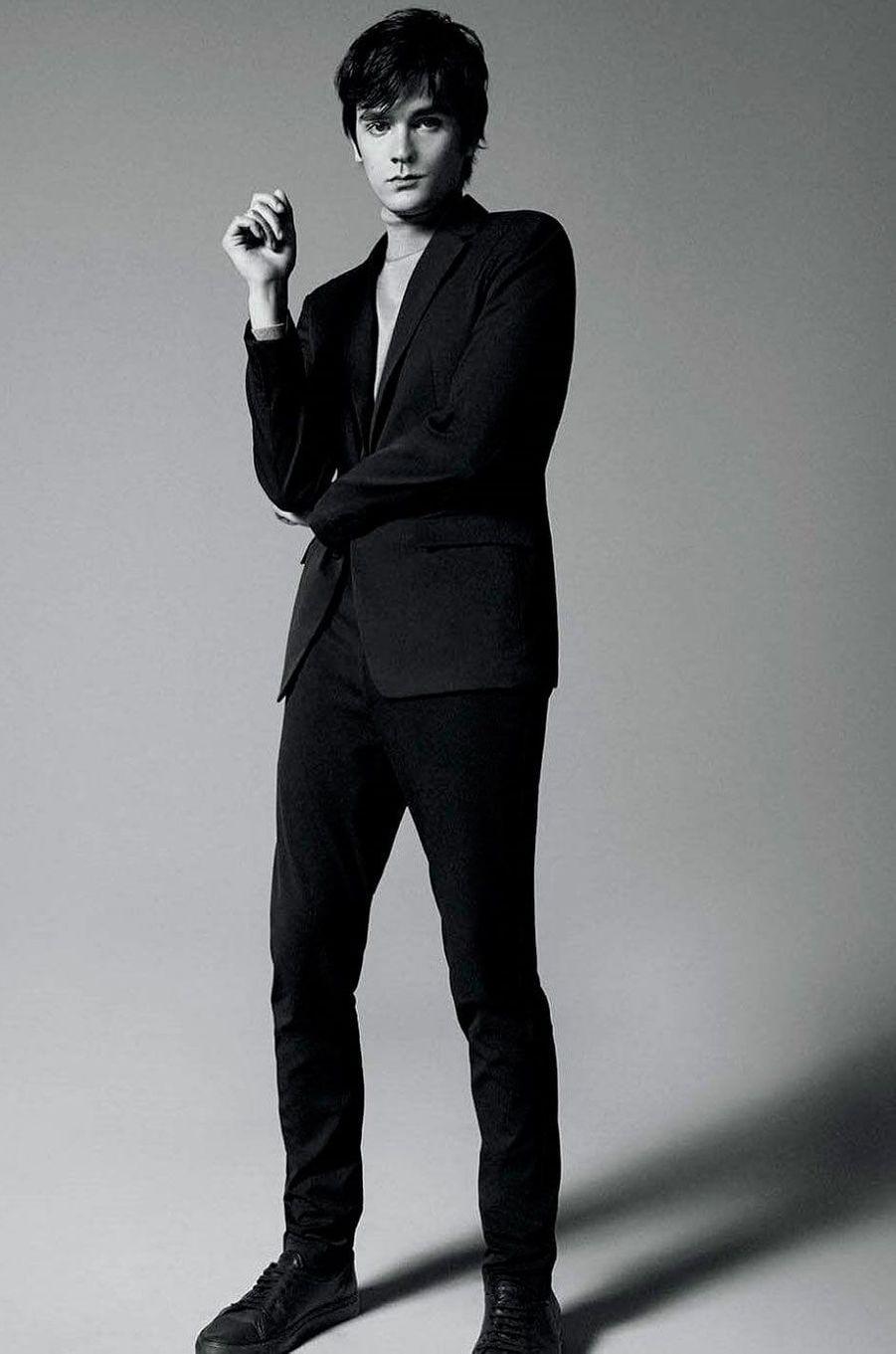 Alain-Fabien Delon a entamé une carrière de mannequin