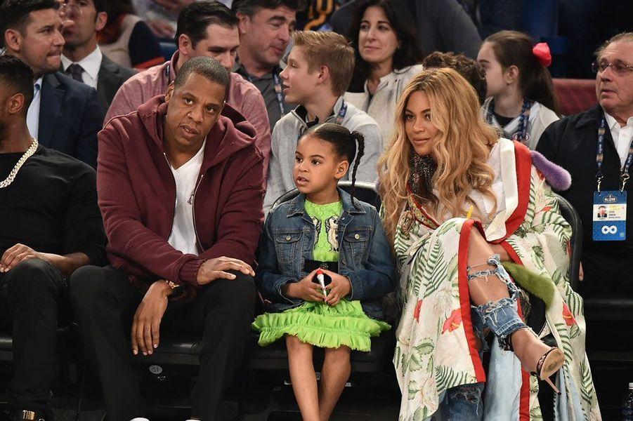 Beyoncé, Jay-Z et Blue Ivy devant un match de NBA