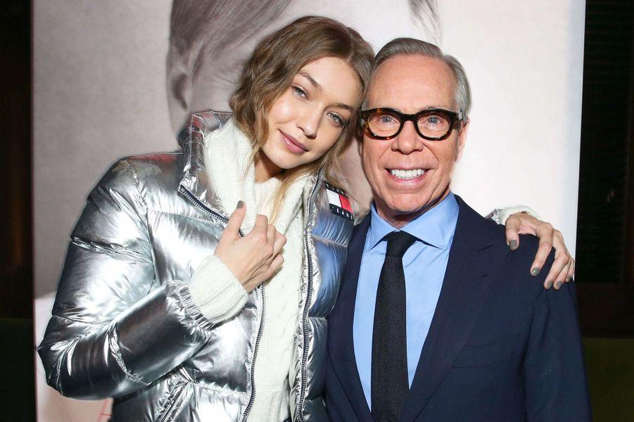 Gigi Hadid et le designer Tommy Hilfiger.