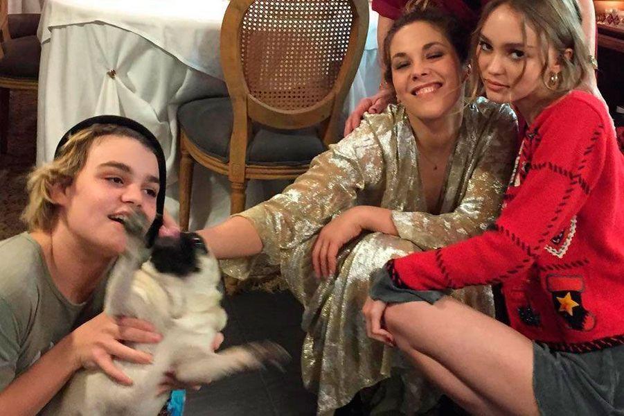 Jack Depp, sa tante Alison Paradis et sa soeur Lily-Rose Depp