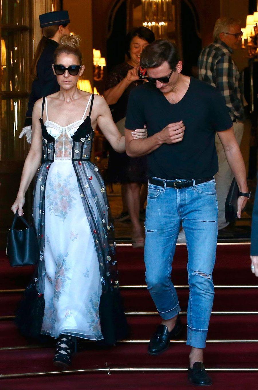 Céline Dion et Pepe Munoz sortent du Ritz, à Paris