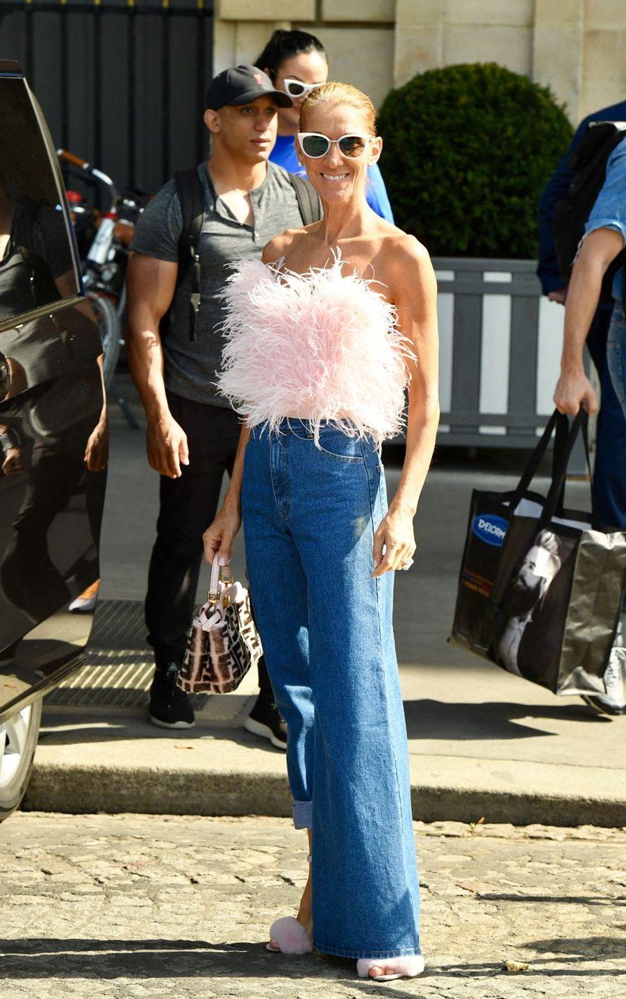 Céline Dion vêtue d'un top bustier The Attico et d'un jean Kseniaschnaider à Paris, le 28 juin 2019