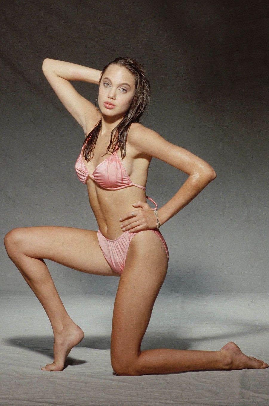 Angelina Jolie à l'âge de 16 ans.