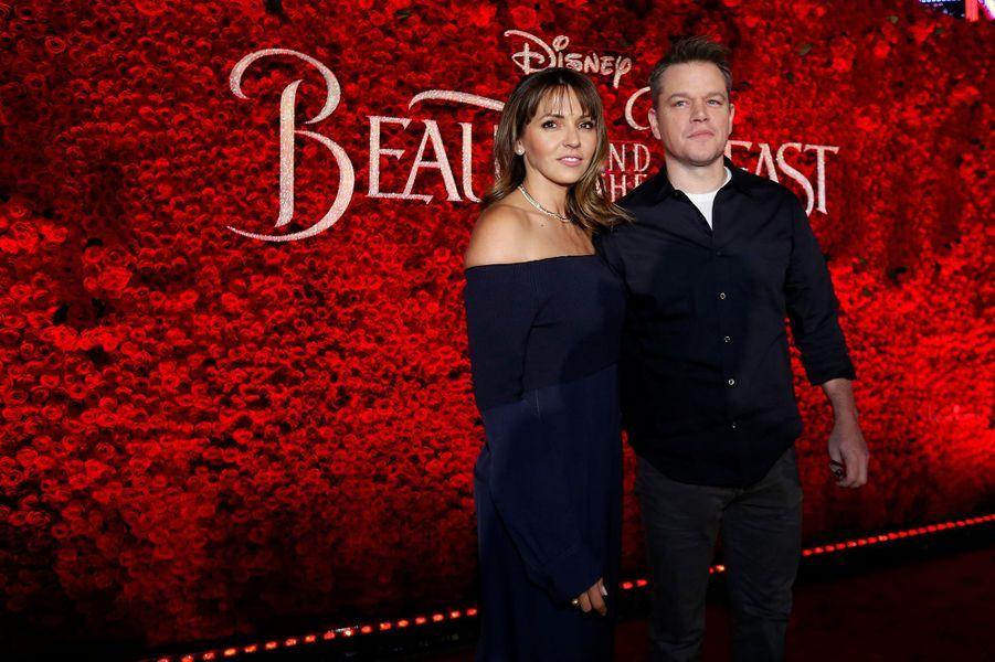 """Matt Damon et son épouse à l'avant-première de """"La Belle et la Bête"""" à Los Angeles, le 3 mars 2017."""