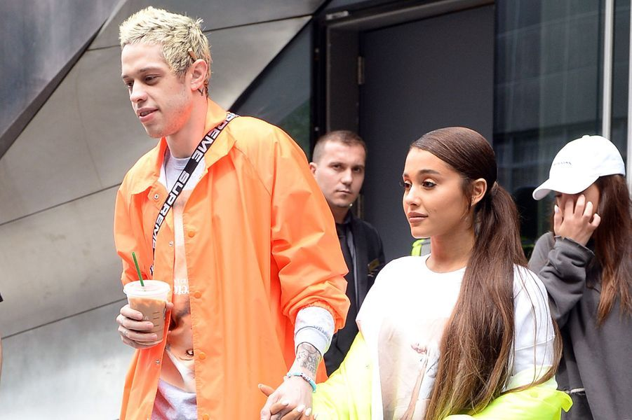 Ariana Grande et Pete Davidson sortant de leur appartement à New-York, le 21 août 2018.