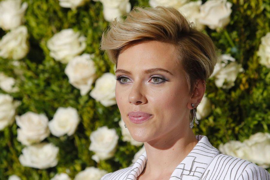 """Scarlett Johansson (New York, le 12 juin 2017)2009: """"These Vagabond Shoes"""" (court-métrage)"""