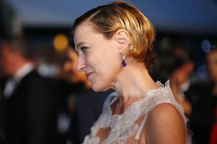 """Valeria Bruni-Tedeschi (Cannes, le 13 mai 2015)2002: """"Il est plus facile pour un chameau...""""2007: """"Actrices""""2013: """"Un château en Italie""""2015: """"Les Trois Sœurs"""" (téléfilm)2016: """"Une jeune fille de 90 ans"""" (documentaire), coréalisé avecYann Coridian2018: """"Les Estivants"""""""