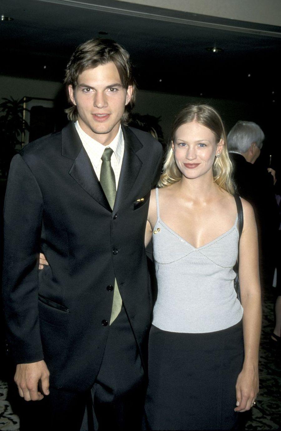 Ashton Kutcher et January Jones en 2000. Une relation qui a duré environ trois ans, de 1998 à 2001.