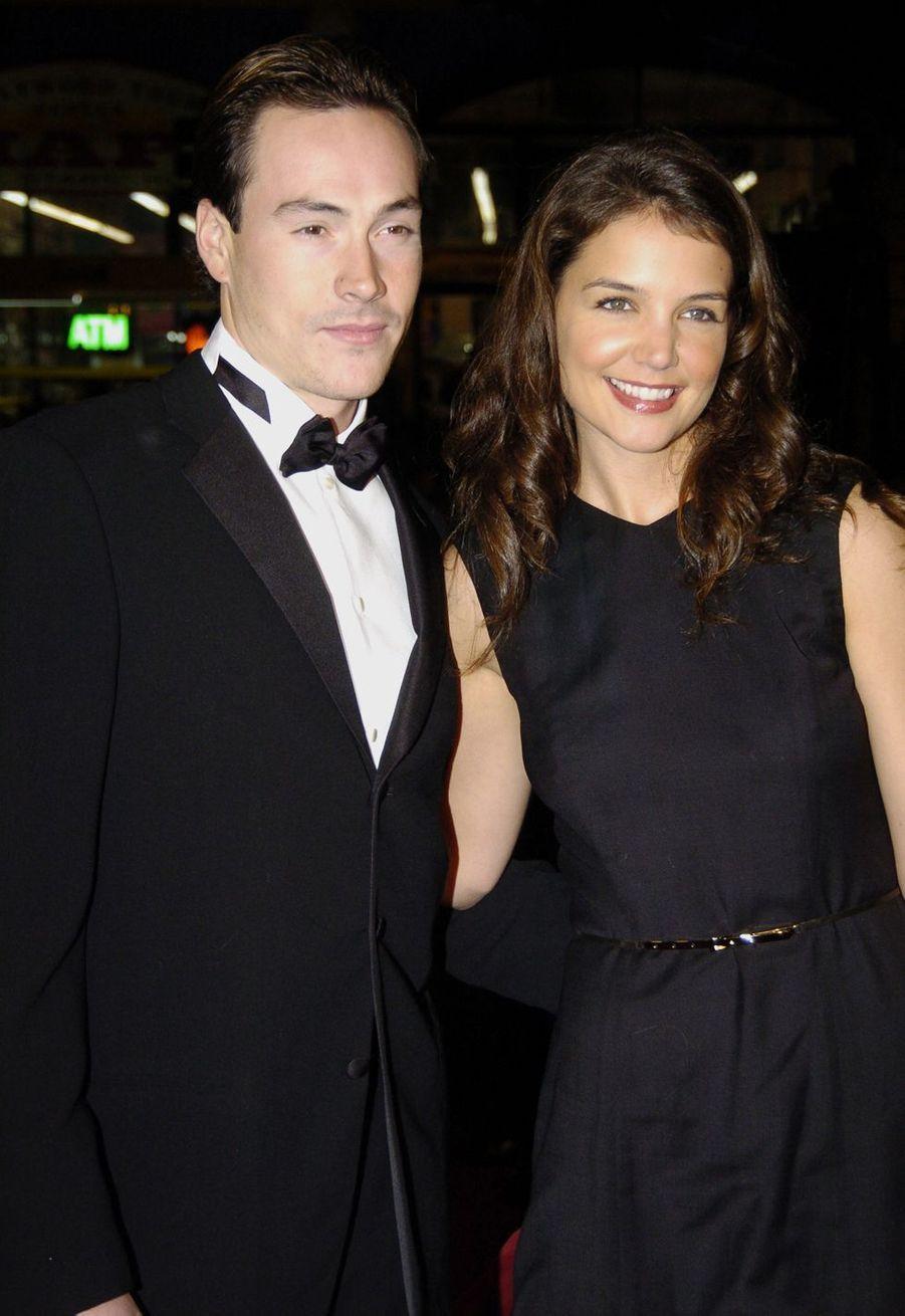 Chris Klein et Katie Holmes en 2004. Le couple s'était séparé l'année suivante aprèscinq ans de relation dont une année de fiançailles.